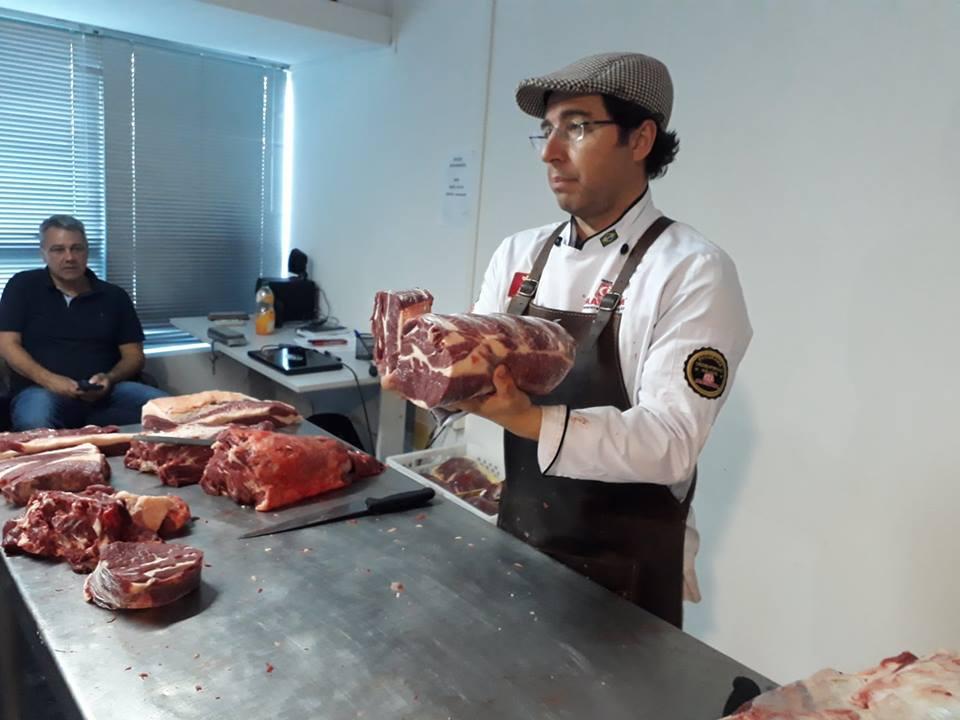 Marcelo Bolinha qualifica profissionais de supermercados catarinenses